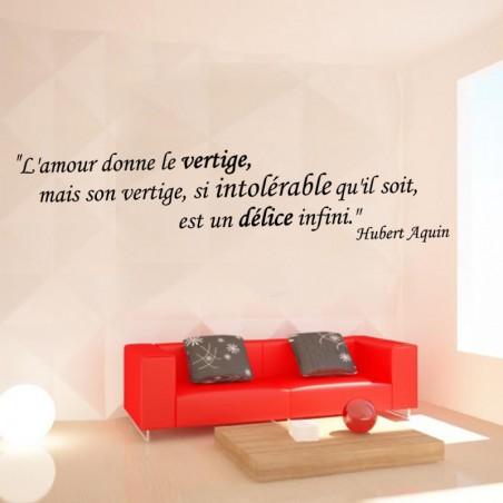 Sticker mural citation L'amour donne le vertige, mais son vertige, si intolérable qu'il soit, est un délice infini. Hubert Aquin